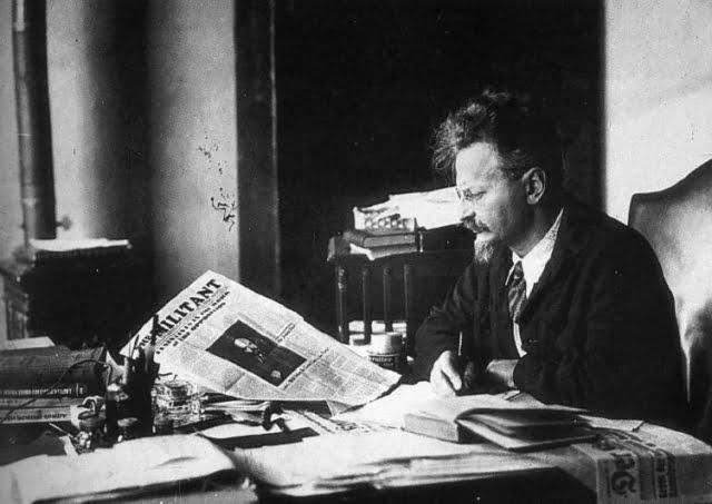Trotsky_reading_the_militant